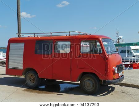 A red fire department wagon in Kraj