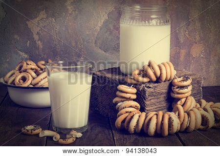 Vintage Style: Milk Bank And A Lot Of Dry Bagels