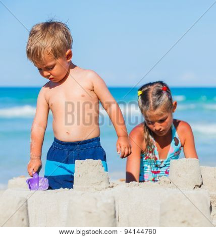 Kids plaing on the beach