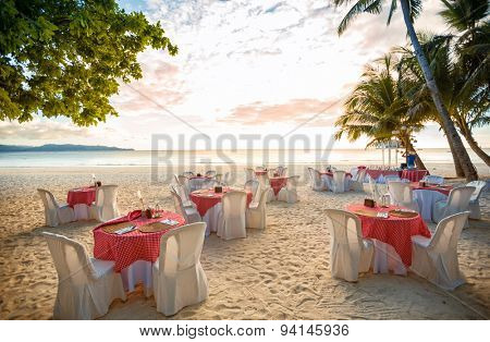 Setting arrangement at a wedding ceremony on the beach