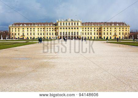 Schonbrunn Palace and tourists walking around