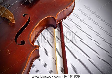 Old-fashioned Violin With Bow And Notes
