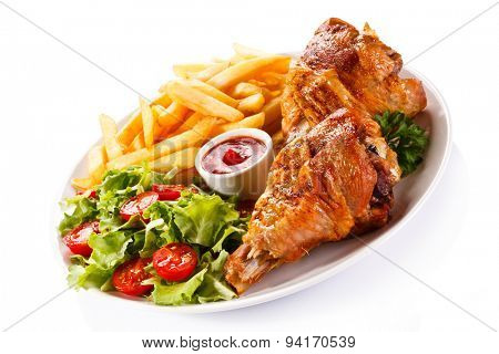 Grilled turkey thighs with chips and vegetables