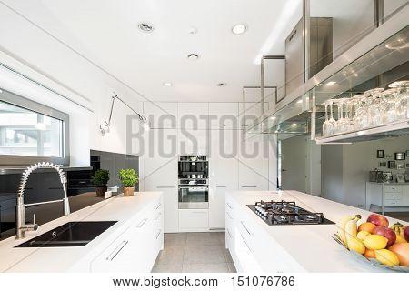 Spacious Kitchen In Modern Style
