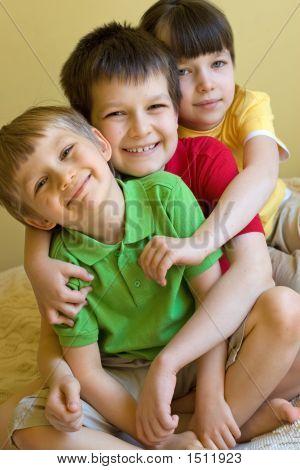 Schwester mit Brüdern