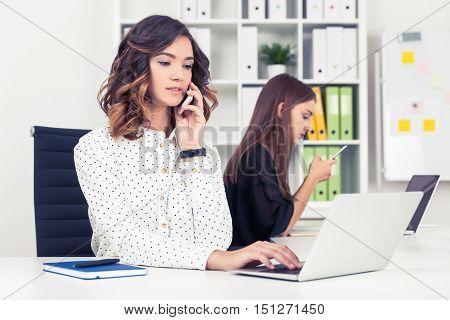 Smartphone Using Girls