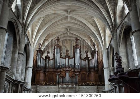 Pipe organ in the Bordeaux Cathedral in Bordeaux, Aquitaine, France.