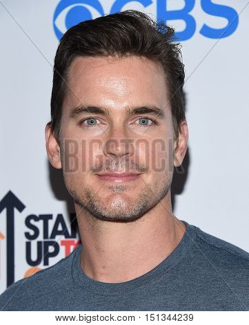 LOS ANGELES - SEP 09:  Matt Bomer arrives to the Stand Up To Cancer 2016 on September 09, 2016 in Hollywood, CA