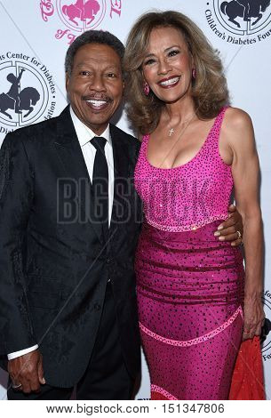 LOS ANGELES - OCT 8:  Billy Davis Jr. and Marilyn McCoo arrives to the Carousel of Hope 2016 on October 8, 2016 in Hollywood, CA