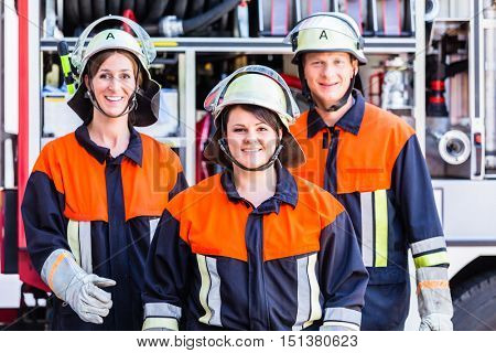 Group photo of fire fighters crew