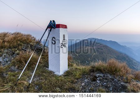 Trekking Poles Based On A Boundary.