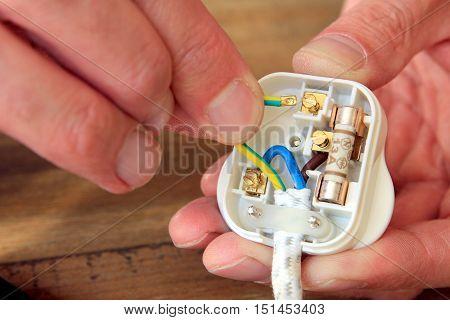 Rewiring A Uk 13 Amp Domestic Electric Plug