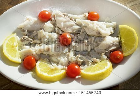 grilled cod with lemon and chery tomatoes salad