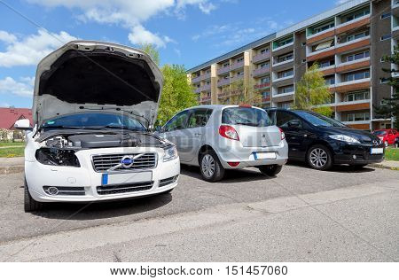 NEUBRANDENBURG / GERMANY - MAY 2016: change of headlights on a volvo s 80 in neubrandenburg / germany at may 2016