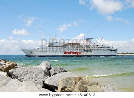 Casino ship leaving port