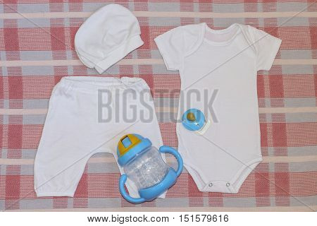 Set for newborn bodysuit pants cap and nipple with sippy cups .