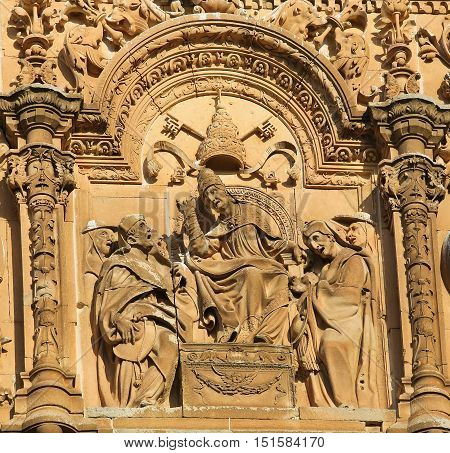 Facade Of Salamanca University - Pope And Two Cardinals