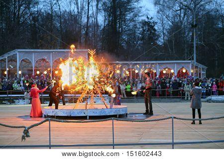 MOSCOW - MAR 12, 2016: Ritual burning of winter symbol at Shrovetide in Sokolniki Park