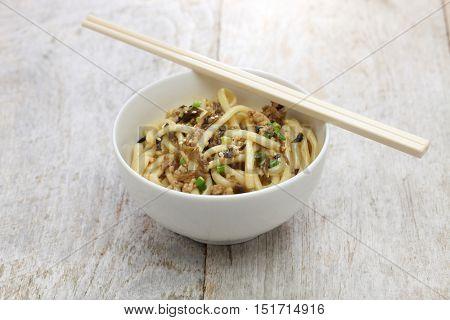 dan dan noodles, chinese sichuan cuisine, after mixed