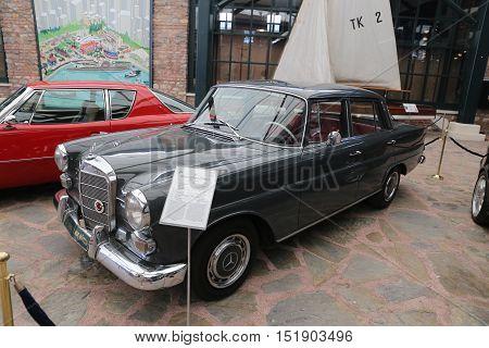 1966 Mercedes Benz 200