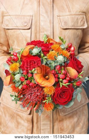 Red and orange bouquet with roses and calla lilies