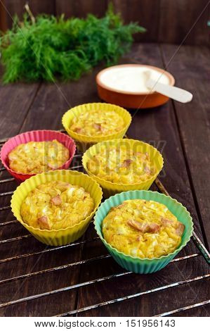Muffins from cabbage with ham and cheese. Sour cream sauce.