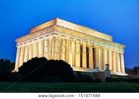 Abraham Lincoln memorial in Washington DC in the evening