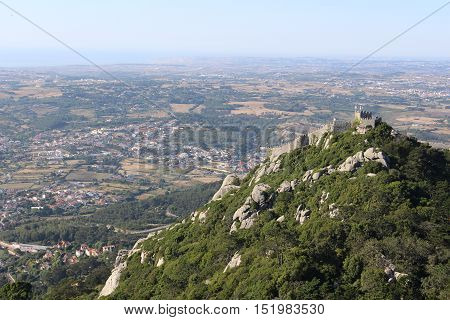Moorish Castle as seen from Pena National Palace in Sintra, Portugal (Castelo dos Mouros visto do Palácio Nacional da Pena em Sintra, Portugal)