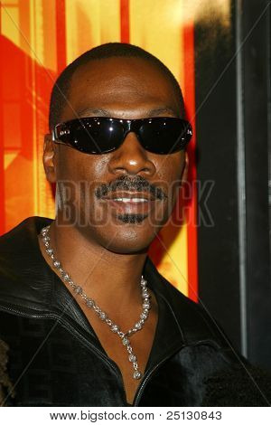 LOS ANGELES - OCT 23: Eddie Murphy at the premiere of 'I Spy' at the Arclight Theater on October 23, 2002 in Los Angeles, California