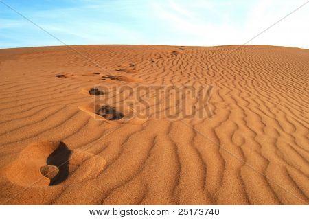 Fußabdrücke auf Goldstrand