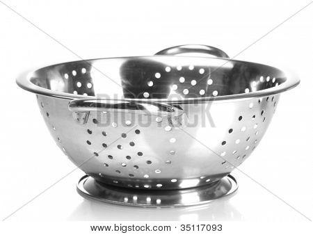 colador de plata vacío aislado en blanco