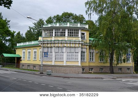 The old wooden building in Tsarskoe Selo