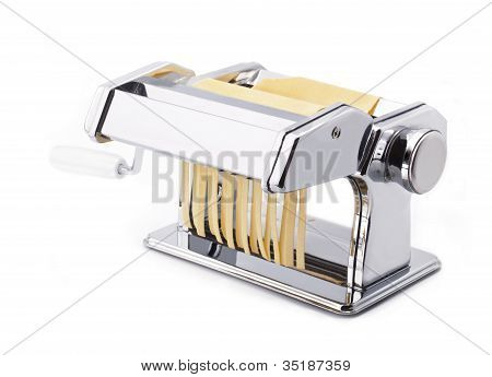Pasta machine with fresh noodles