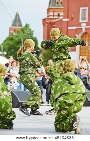 MOSCOW - MAY 27: Performance of pupils of Preobrazhensky Cadet Corps on Red Square during 8-th sports forum GTO, May 27, 2012, Moscow, Russia.