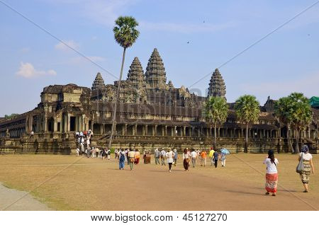 Tourists in from the entrace of Angkor Wat temple