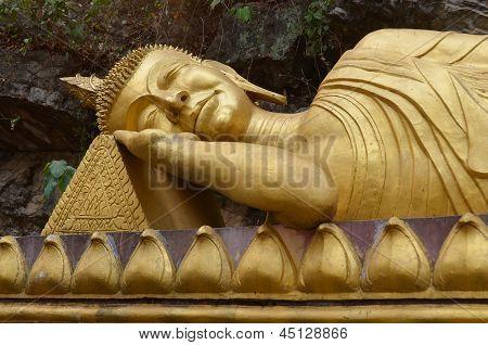 Buddha at Wat Tham Phousi shrine