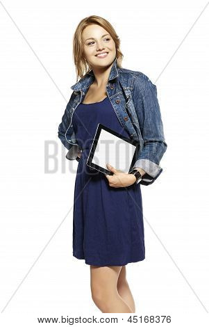 Mujer Holding Touchpad Tablet