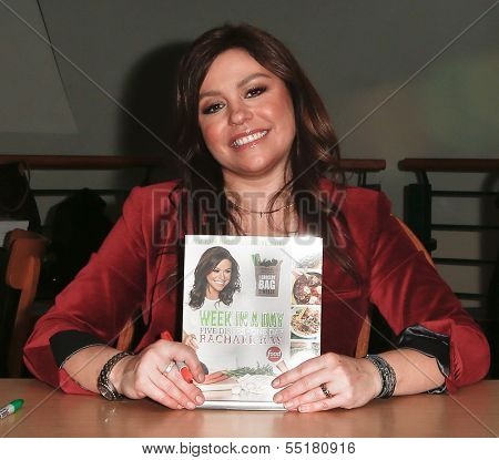 HUNTINGTON, NY-DEC 4: Chef Rachael Ray signs her new book