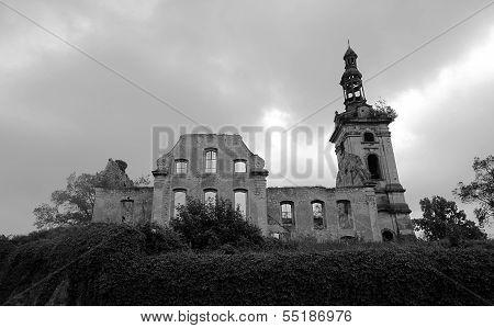 evangelical church in ruins