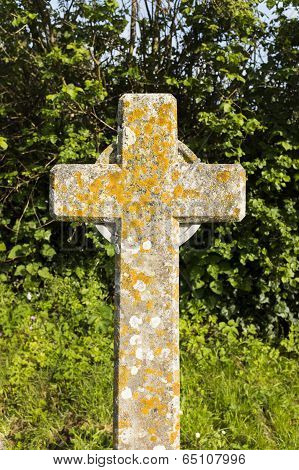 A cross gravestone