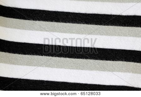White Alternating Black T-shirt Of Textured.