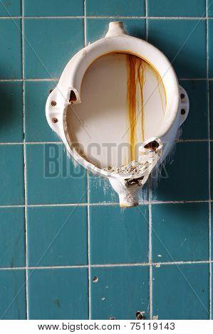 Old urinals 3
