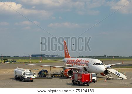 BUDAPEST, HUNGARY - MAY 5: EasyJet A319  boarding at Budapest Liszt Ferenc Airport, May 5th 2012. Easyjet is the second largest low-cost airline of Europe.