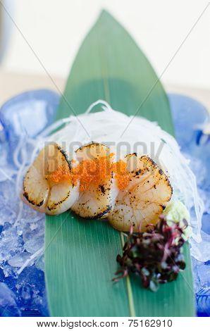 Fresh Sea Scallops Sashimi With Fish Roe