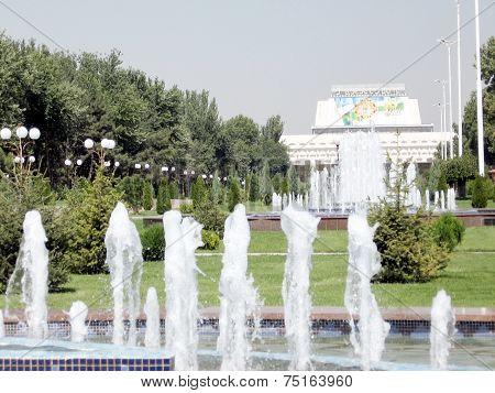 Tashkent Fountain In Front Of Turkestan Palace Of Culture 2007