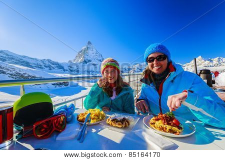 Winter, ski - skiers enjoying break for lunch