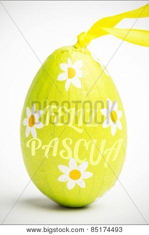 feliz pasqua against green wrapped easter egg