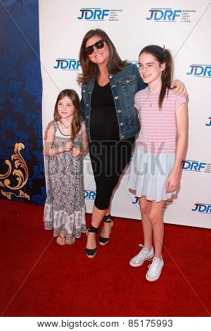 LOS ANGELES - MAR 8:  Tiffani Thiessen, daughters at the Disney's