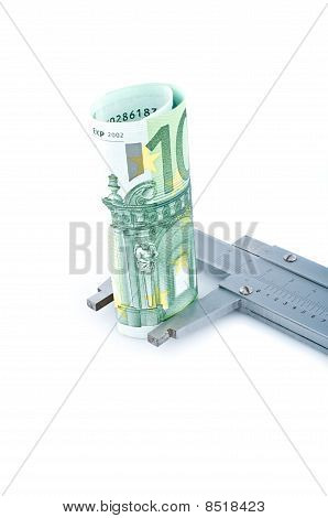 Measuring Euro Banknotes With  Calipers