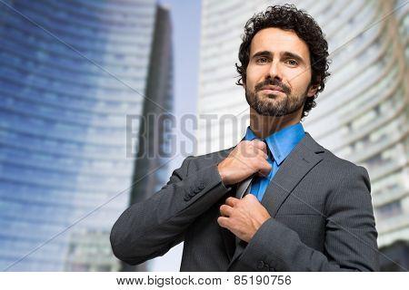 Businessman adjusting his collar outdoor